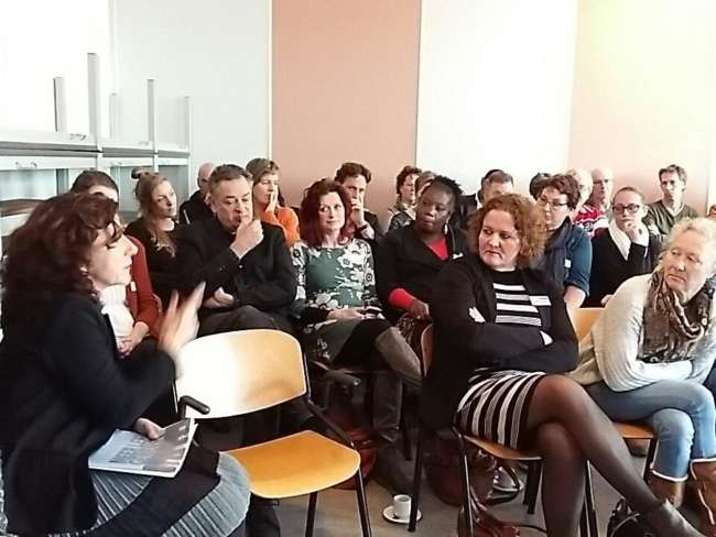 Wethouder Marcelle Hendrickx In Gesprek Met Deelnemers Lunchsessie